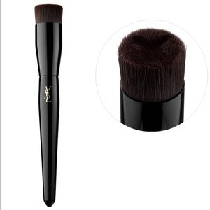 YSL TOUCHÉ ECLATE FOUNDATION BRUSH